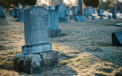 Signs It's Time to Have a Headstone Cleaned